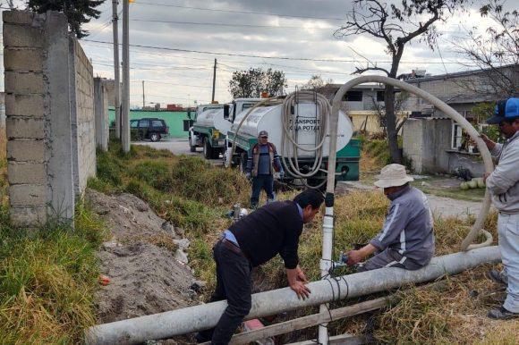 Repara Agua y Saneamiento de Toluca fuga del vital líquido sobre falla geológica en San Pedro Totoltepec.
